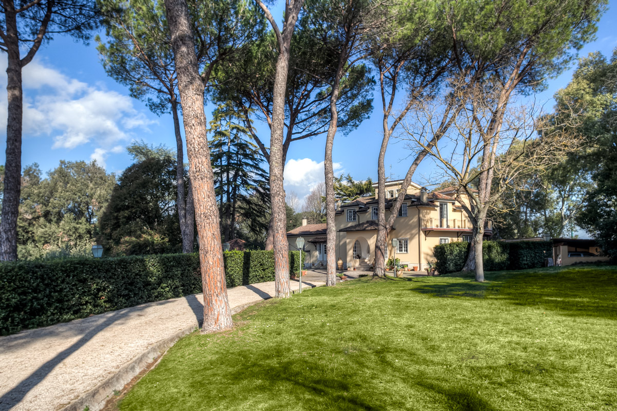 Mansion With A Park Luxury Italian Properties For Sale